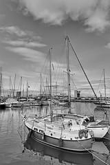 2017-06-14 12.46.44 (anyera2015) Tags: ceuta canon canon70d bw puerto barco velero hdr
