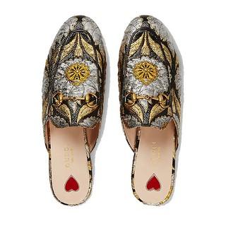 Veja como um sapato pode fazer toda a diferença e dar um up date ao seu look! Veja post completo em  www.personalstylistbh.com.br   www.carolinedemolin.com.br  #moda #trend #fashion #trend #tendencias #estilo #style #personalstylist #personalstylistbh #co