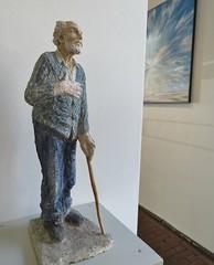 Little sculpture of Willem den Ouden by Janneke Tangelder (Waalgalerie, Tiel) (Elisa1880) Tags: waalgalerie tiel nederland netherlands galerie betuwe gallery art kunst sculptuur sculpture willem den ouden