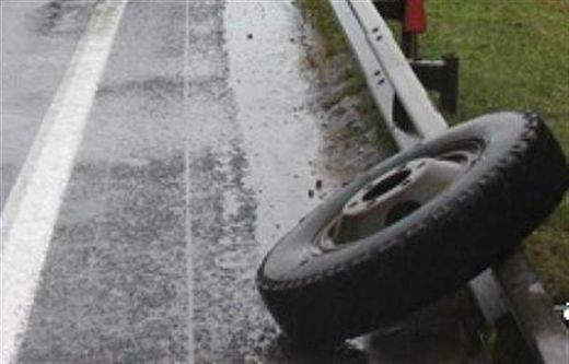 Оторвавшиеся колеса машины «скорой помощи» сбили девочку-подростка