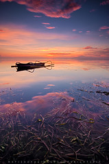 Jukung in silhouette (Hafiz.Soyuz.Photography™) Tags: silhouette jukung boat bali indonesia nikon tokina lee filter singhray proglass sunrise sea low tide