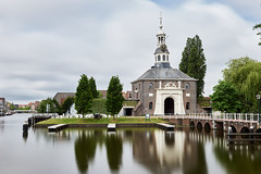 Zijlpoort - Leiden v2 (chuanet) Tags: sonya7 canon1740mmf4l viltroxefnexii water leiden zuidholland netherlands spring cloudy cityview landscape availablelight longexposure hoyaprond1000 canal