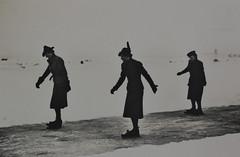 1940 Vorstenhuis (Steenvoorde Leen - 4 ml views) Tags: vorstenhuis koninklijk huis koninklijke familie monochroom 1940 schaatsen schaatsbaan denhaag dynasty dynastie dinastia dutch netherlands hollanda niederlande ansichtkaart card karte family