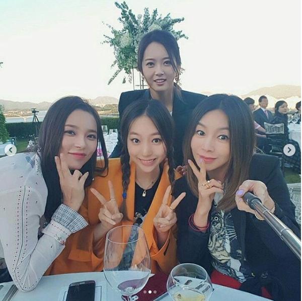 Jang Geun Suk, Hoa hậu Park Si Yeon cùng loạt sao Hàn khoe ảnh trong đám cưới mỹ nhân phim Mười - Ảnh 3.