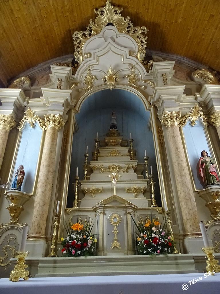 Águas Frias (Chaves) - ... altar da igreja matriz ...