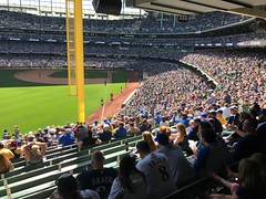Miller Park, Milwaukee (Cragin Spring) Tags: people midwest ballpark baseball mlb majorleaguebaseball milwaukee milwaukeewi milwaukeewisconsin milwaukeebrewers millerpark wisconsin wi