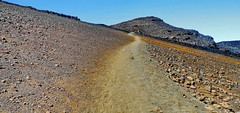 Maui Haleakala Crater Trail (gerard eder) Tags: world travel reise viajes america northamerica hawaii maui haleakala volcano volcán vulkan landscape landschaft paisajes natur nature naturaleza naturschutzgebiet nationalpark berge gebirge mountains montañas crater outdoor