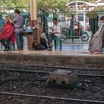 Coiffeurs sur un quai de gare, Bangkok thumbnail