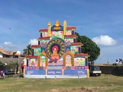Structure bouddhiste - GlobAlong (infoglobalong) Tags: sri lanka éléphants animaux aide animalier bénévolat asie excursions pêcheurs mahout bain cultures