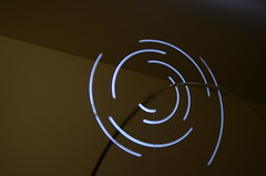 Espiral intermitente (Manutero) Tags: light luz painting pintando dibujando dibujar draw espiral velocidad long exposure prolongada exposicion larga longexposure largaexposicion tiempo time velocity aceleracion tension fisica fisics peso movimiento circular