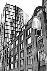 SHEFF 1705232093a (Harry Halibut) Tags: 2017©andrewpettigrew allrightsreserved contrastbysoftwarelaziness noiretblanc blackwhite blancoynegro blanc weiss noire schwatz bw zwart wit bianco nero branco preto imagesofsheffield images sheffieldarchitecture sheffieldbuildings colourbysoftwarelaziness south yorkshire sheffield curved corners