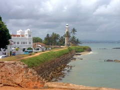 Galle Fort lighthouse   Leuchtturm (flashpacker-travelguide.de) Tags: srilanka asien asia galle gallefort leuchtturm lighthouse stadtmauer oldcity citywall altstadt ausblick view meer water wasser
