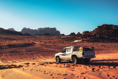 On a jeep through Wadi Rum. (Matthias Dengler || www.snapshopped.com) Tags: matthias dengler snapshopped photography photographer desert adventure landscape wanderlust travel earth mountain mountains wadi rum jordan jordanien wüste jeep car blue sky golden hour sun sunset sunrise
