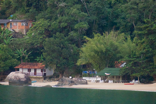 brazil-paraty-restaurante-bambu-praia-vermehla-copyright-pura-aventura-thomas-power