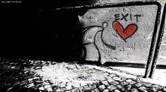 Vamos fugir, meu amor [Let's run away, my love] (Paullus23) Tags: lisbon lisboa portugal graffiti love coracao muro wall bairroalto coração vermelho red