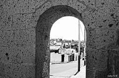 El arco de la cuesta (Gaby Fil Φ) Tags: arequipa regiónarequipa ciudaddearequipa sillar yanahuara perú sudamérica patrimoniodelahumanidad ph568 arquitectura