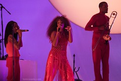"Solange - Primavera Sound 2017 - Jueves - 5 - M63C5157 • <a style=""font-size:0.8em;"" href=""http://www.flickr.com/photos/10290099@N07/34662301470/"" target=""_blank"">View on Flickr</a>"