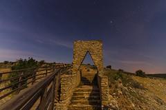 Una puerta hacia las estrellas. (Amparo Hervella) Tags: hocesdelríodulce guadalajara españa spain nocturna paisaje estrella puerta piedra largaexposición d7000 nikon nikond7000 comunidadespañola