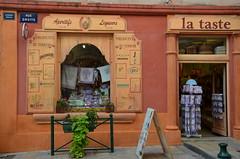 Couleurs de Provence (RarOiseau) Tags: sisteron alpesdehauteprovence magasin vitrine eu rue saariysqualitypictures boutique v1500