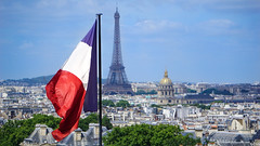 Paris, France. 🇫🇷🗼 (C G G) Tags: paris france eiffeltower eiffel tower sky blue green light clouds tree landscape french flag