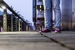 red violet shoes (JayPiDee) Tags: bein frau füse geländer holz hose schuhe tamron28300mmf3563xrdildmacro tamron28300 feet leg lila purple railing red rot shoes trousers violett woman wood hamburg deutschland