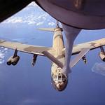 Vietnam War 1967 - Pháo đài bay B-52 tiếp nhiên liệu trên không trên đường bay đến ném bom tại VN để hỗ trợ bộ binh Mỹ. thumbnail
