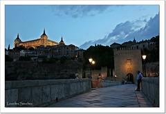 Puente de Alcántara y Alcázar- Toledo (Lourdes S.C.) Tags: puentes puentedealcántara alcázardetoledo ciudad nocturna toledo