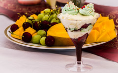 Christmas Dessert... (Jofotoe) Tags: matchpointwinner mpt553