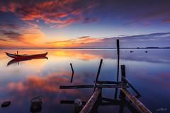 The Magic Hour, Ria de Aveiro (paulosilva3) Tags: sunrise colors boat blue magic hour progrey usa canon eos pier ria de aveiro portugal