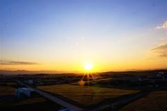 Sunrise from balcony in Ankara (Edison Ayala) Tags: sunrise sun amanecer horizon rayoflight rayosdesol cityscape