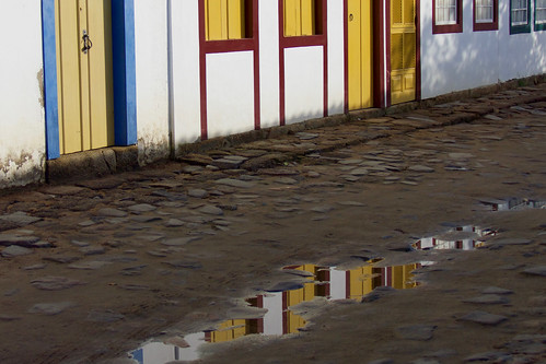 brazil-paraty-reflections-in-puddle-copyright-pura-aventura-thomas-power
