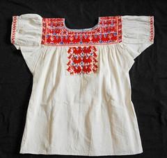 Zapotec Embroidered Blouse Oaxaca Mexico (Teyacapan) Tags: blouses mexican oaxacan sanvicentecoatlan ejutla textiles zapotec clothing embroidered