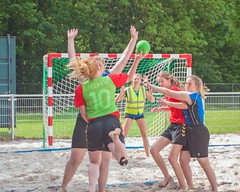 "Beachhandbal Toernooi Winterswijk 2017 • <a style=""font-size:0.8em;"" href=""http://www.flickr.com/photos/131428557@N02/35432857871/"" target=""_blank"">View on Flickr</a>"