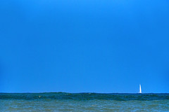 Dream of escape (Ciceruacchio) Tags: sea mer mare ocean océan oceano sailboat voilier rêved'évasion sognodifuga littoral rivage shore blue bleu blu atlanticcoast côteatlantique costaatlantica aquitaine aquitania gironde hourtin médoc france francia frankreich nikond750