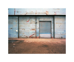 door (ha*voc) Tags: mamiya7ii 65mm rangefinder film kodakportra160 120 mediumformat 6x7 urban industrial decay rusty rotterdam