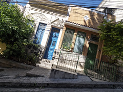 Casas do Brasil (Leonardo Martins) Tags: slant casa house morrodaconceição ladeira slope casaantiga oldhouse torto inclinado crooked centro centrodacidade downtown riodejaneiro heritagesite