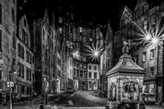 night watch - Nachtwache (ralfkai41) Tags: lichter streetfotografie night city nightshot strasse schwarzweis street bw lights nachtfotografie nacht stadt monochrom edinburgh blackwhite architecture hdr