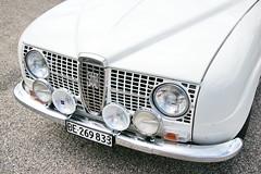 Saab 96 Monte Carlo 850 25.6.2017 1527 (orangevolvobusdriver4u) Tags: 2017 archiv2017 car auto klassik classic oldtimer vintage bleienbach bleienbach2017 schweiz switzerland saabsweden saab sweden 96 saab96 montecarlo850 saab96montecarlo850 detail zeichen logo badge brand