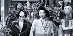 Amusement (wawrus) Tags: puppet marionette geisha expression mask theater glasgow scotland history culture art library collection nikon nik aperture zeiss planart1450 zf2 50mm bw