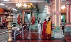 Sri Maha Mariamman Temple (Cleu Corbani) Tags: srimahamariamman templohindu gente cultura religiones hindues templos arquitectura religion creyentes indumentaria ropahindu indumentariahindu tunicas tunicahindu