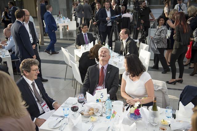 Michael Keenan, Tim Macindoe and Dorothee Bär enjoying the Gala Dinner