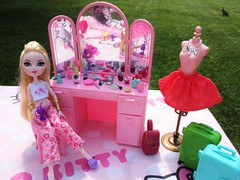 Getting glamours (flores272) Tags: applewhite everafterhigh dollclothing dollfurniture barbiefurniture bratzclothing outdoors toy toys doll dolls barbievanity barbiesweetroses ribbonsrosesbed
