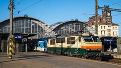 """151 023 mit Rx 885 """"Galan"""" in Praha hl.n"""