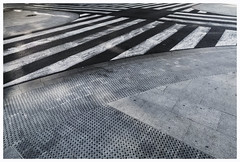 P1090865cr (Leonie Polah) Tags: urban abstract valencia crossing stripes 2017 leoniepolah