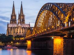 Hohenzollernbrücke u. Dom 01 (Torsten schlüter) Tags: deutschland köln dom hohenzollernbrücke rhein 45mm 2017 stadt fluss architektur brücke