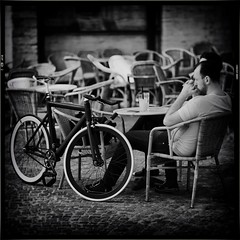 Romance in Black & White (Fouquier ॐ) Tags: bicycle design bike spokes golden black iphone single speed twisted leader 750 leaderbikes fixed gear fixie vehicle blackandwhite street people