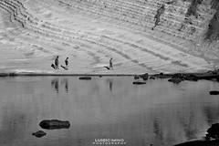 Il mare (luigicimino69) Tags: rosso mare biancoenero barche sole estate ombrellone spiaggia nikond700 clubnikon realmonte scaladeiturchi sabbia gabbiani pescatori lenze porto sicilia reti pesca