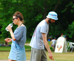 Pétanque in Christchurch Park (neil mp) Tags: ipswich suffolk christchurchpark park june summer boules pétanque rink boulodrome game hat beany floppy siblings water waterbottle drinking pointing