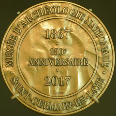 150th Anniversary of the Musée d'archéologie nationale, Saint-Germain - en - Laye (Monceau) Tags: 150th anniversary commemorative muséedarchéologienationale saintgermainenlaye france gold medallion squaredcircle squircle