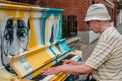 Le piano de ruelle, Mtl... (DanPelPhoto) Tags: street montreal danpelphoto piano stdenis